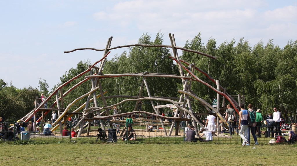 """<a href=""""https://www.flickr.com/photos/hsing/3561851698/"""" target=""""_blank"""" rel=""""noopener noreferrer"""">Playground made of sticks 