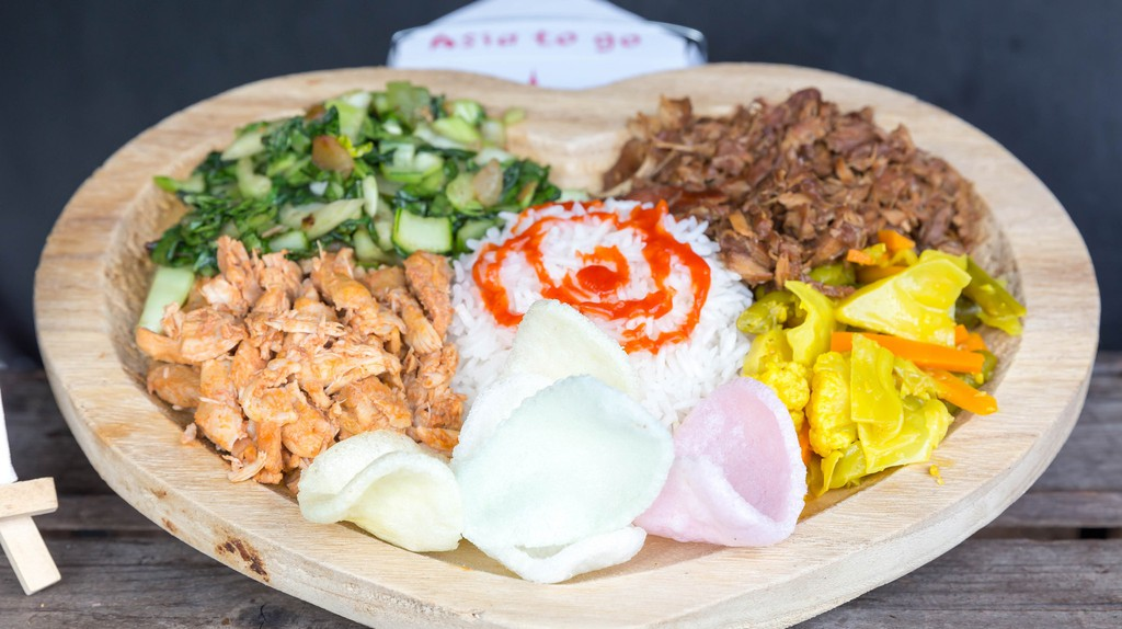 8 Tips on Eating With Your Hands in Southeast Asia