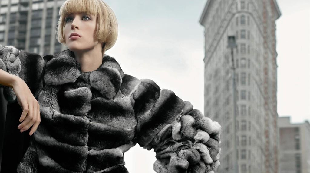 A model in Fendi furs | © fervent-adepte-de-la-mode/Flickr