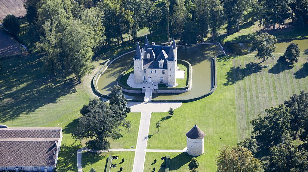 Exceptional aerial view of the Château D'Agassac in the Médoc | © Château D'Agassac/Wikimedia Commons