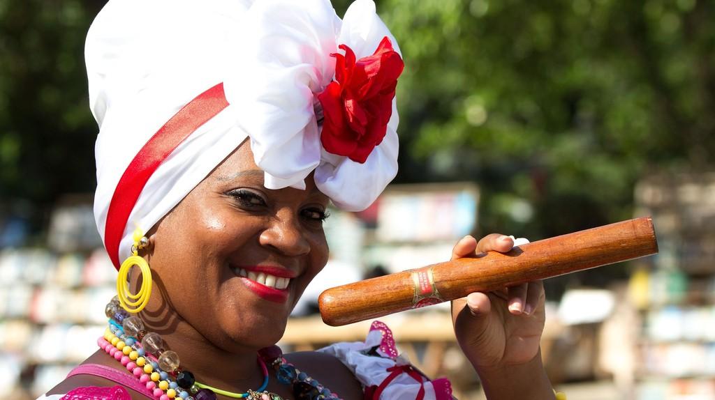 Cuban woman poses with cigar © Ba-Su