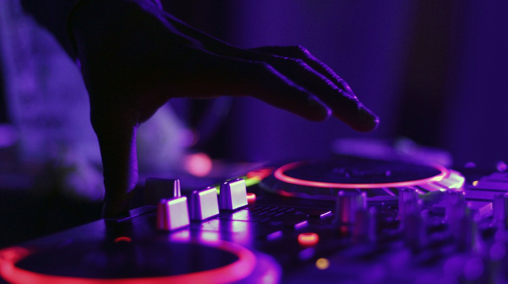 See DJs in action | © StockSnap / Pixabay