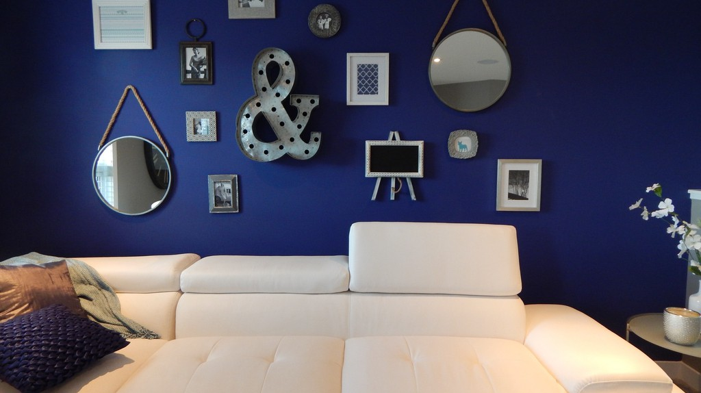 Hotel room with great décor |Pexels