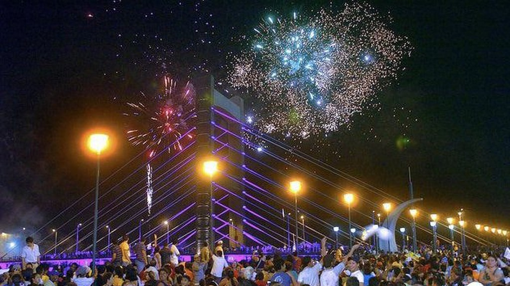 New Year's Eve Fireworks in Quevado, Ecuador   © Bryansituuh94 / Wikicommons