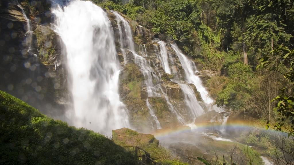 Rainbow & waterfall | © Dane Low/Flickr