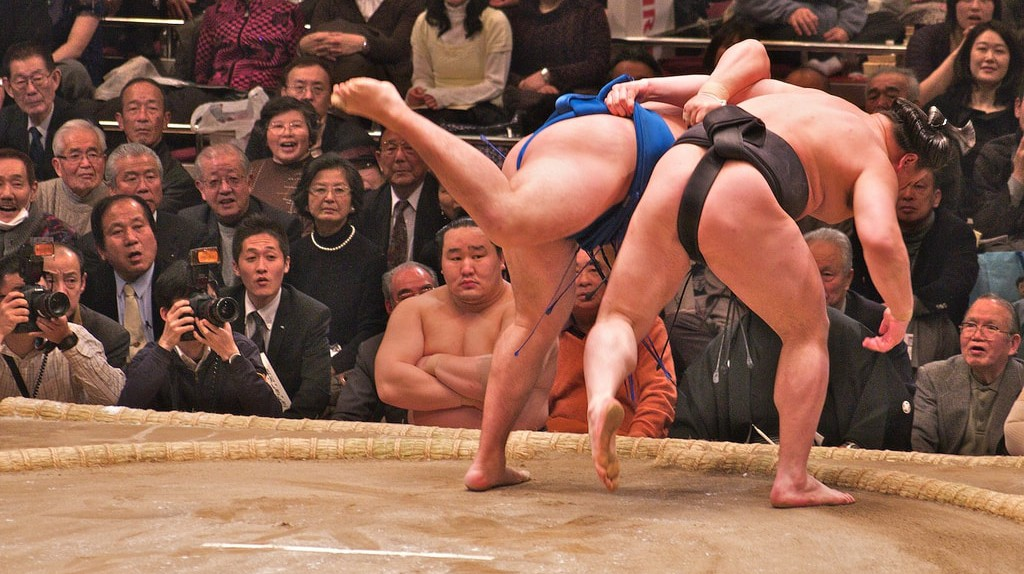 Two rikishi (wrestlers) competing in a bout | © davidgsteadman/Flickr