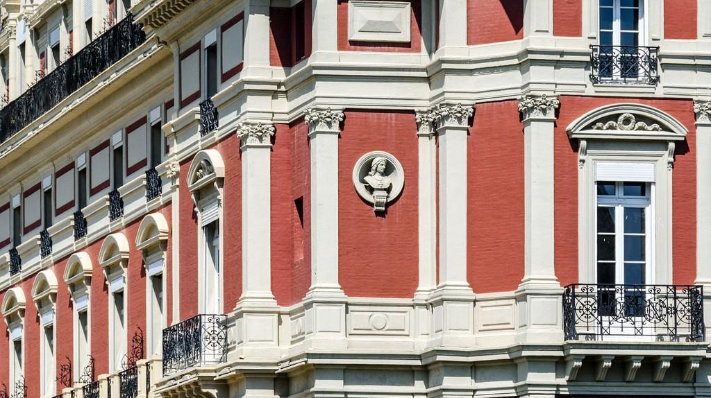 Airbnbs in Biarritz are outstanding! © Arseni Mourzenko/Flickr