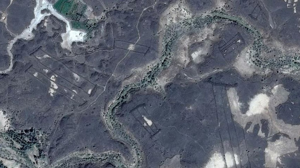 Hundreds of ancient stone gates discovered in Saudi Arabia © Google Earth