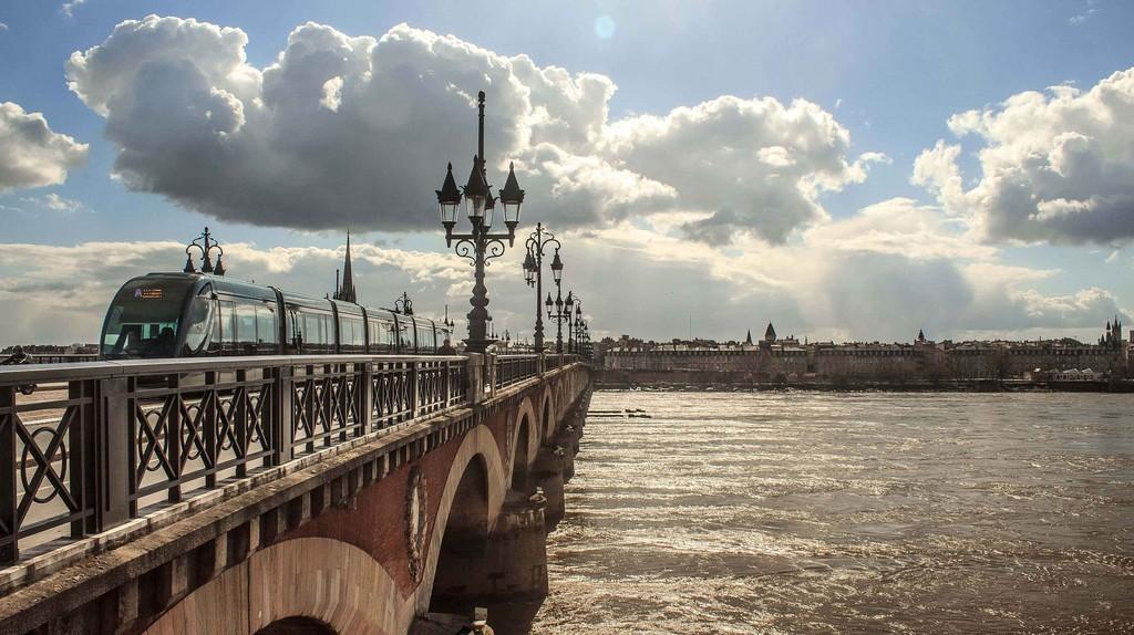 Try the best Michelin-starred restaurants in Bordeaux