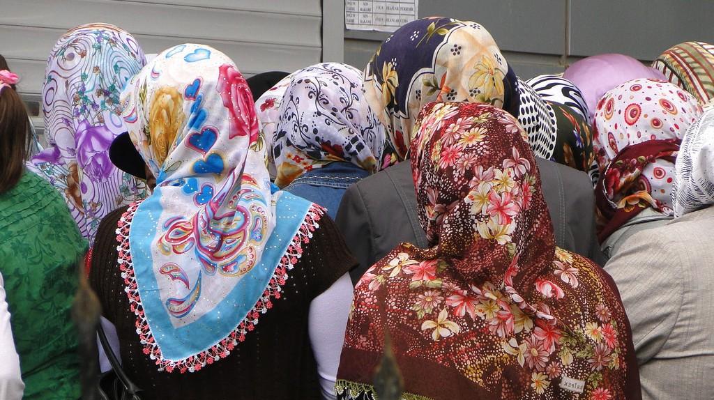 Hijabi women  | © Adam Jones/ Flickr