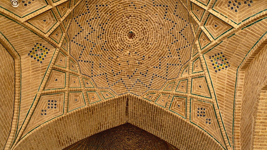 The Vakil Mosque | ©dynamosquito/flickr