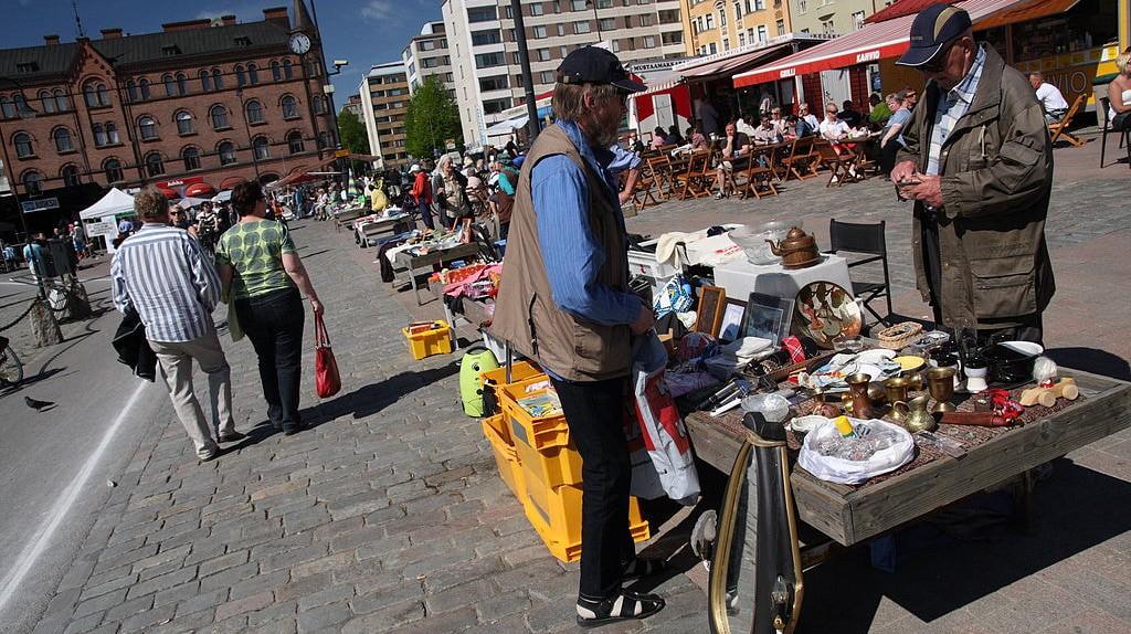 Street vendor in Tampere   © yeowatzup / WikiCommons