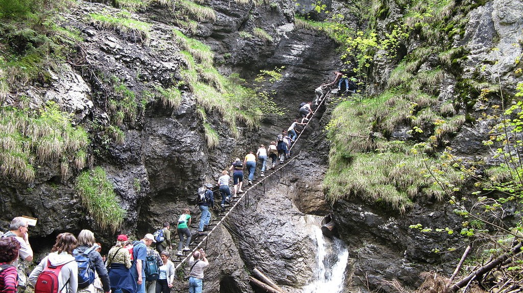Hikers enjoy the challenging ladders which navigate the slippery rocks in the Sucha Bela Gorge | © Margoz/WikiMediaCommons