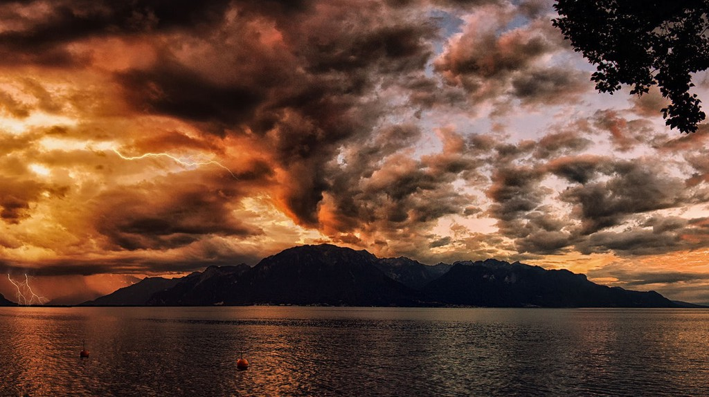 A thunderstorm over Lake Geneva | © PiConsti / Flickr