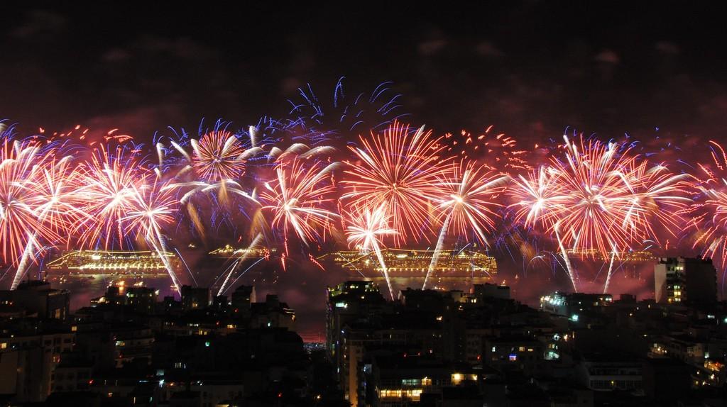 New Year's fireworks on Copacabana Beach, Rio de Janeiro   © Leandro Neumann Ciuffo / Flickr