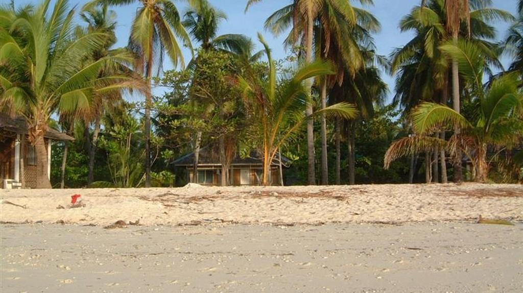 Bounty Beach, Malapascua | via Wikimedia Commons