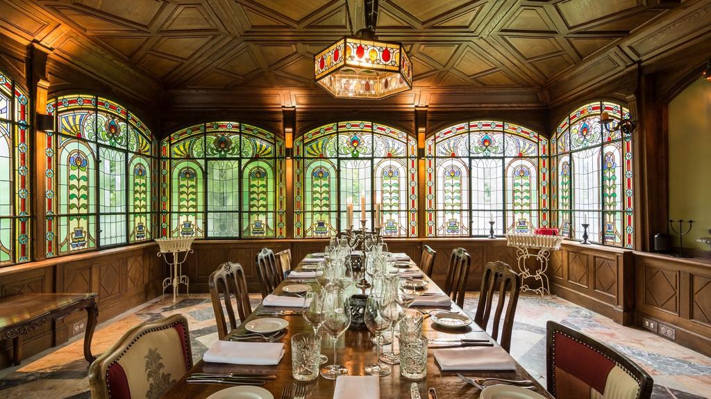 Brody Villa's Winter Gardens dining room | © Brody Villa