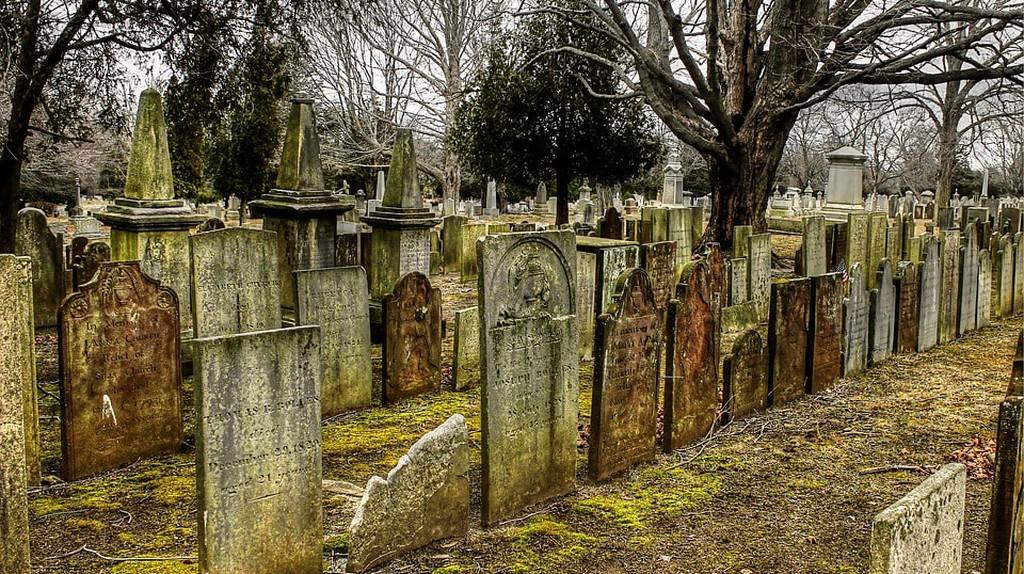 https://pixabay.com/en/cemetery-tombstones-graves-2650712/