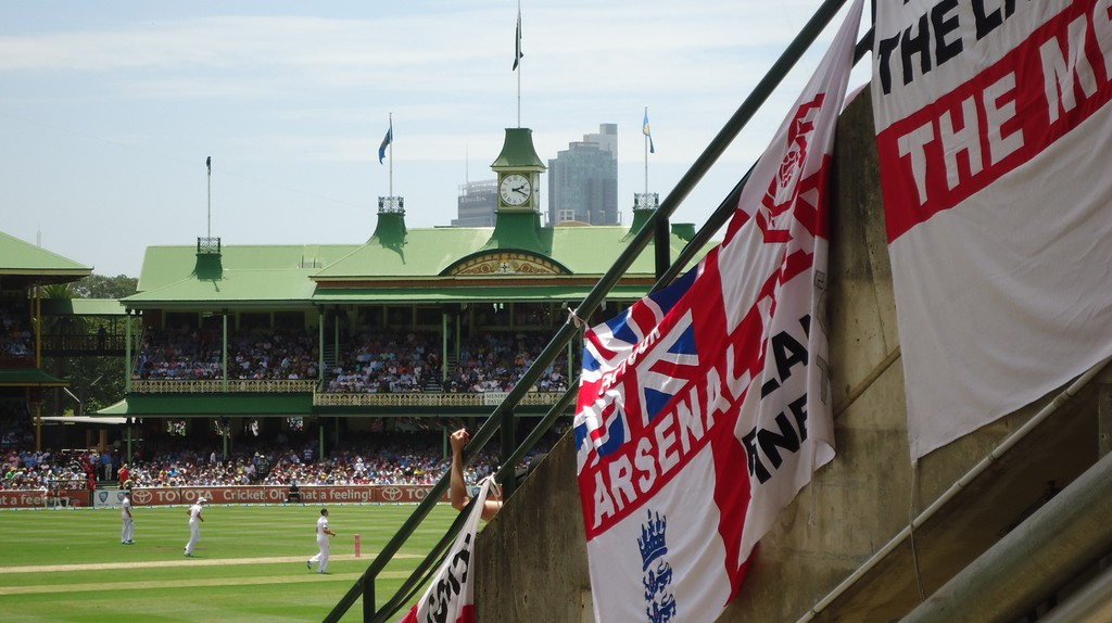 England fans at the Sydney Cricket Ground   © Tom Smith