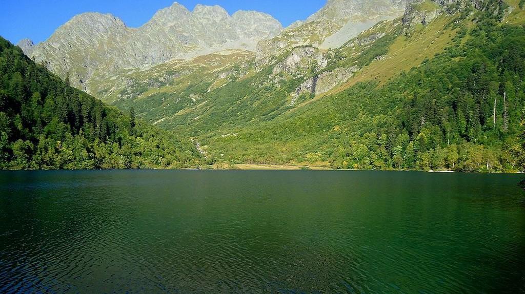 Lake Kardyvach. Sochi   © Sergei Kazantsev/ Wikimedia Commons