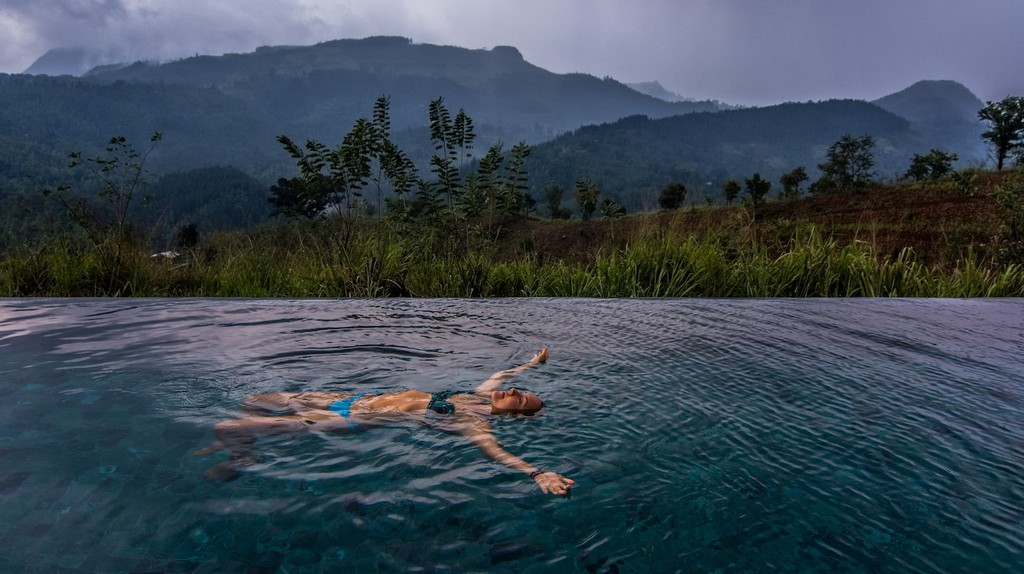 Ayurvedic massage with a view of the mountains © Courtesy of Santani Wellness