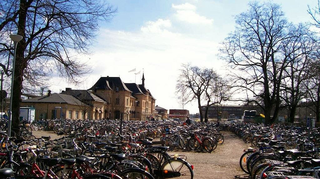 Bicycles parked at the central station in Uppsala | © Oden~commonswiki / WikiCommons