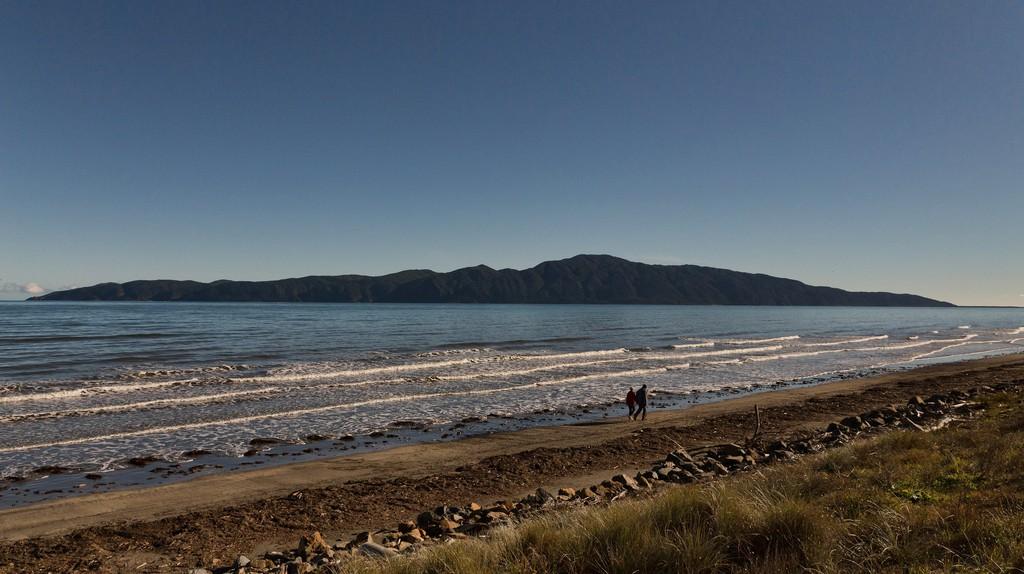 View of Kapiti Island from Raumati South on the Kapiti Coast | © rewai/Flickr