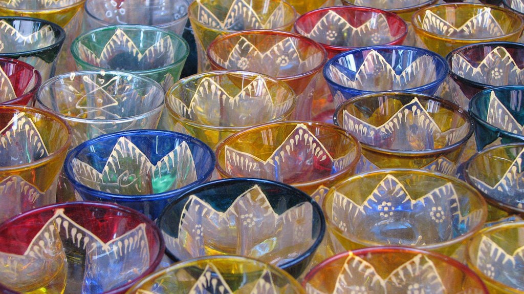 Colourful and delicate Moroccan coffee glasses | © Omer Simkha / Flickr