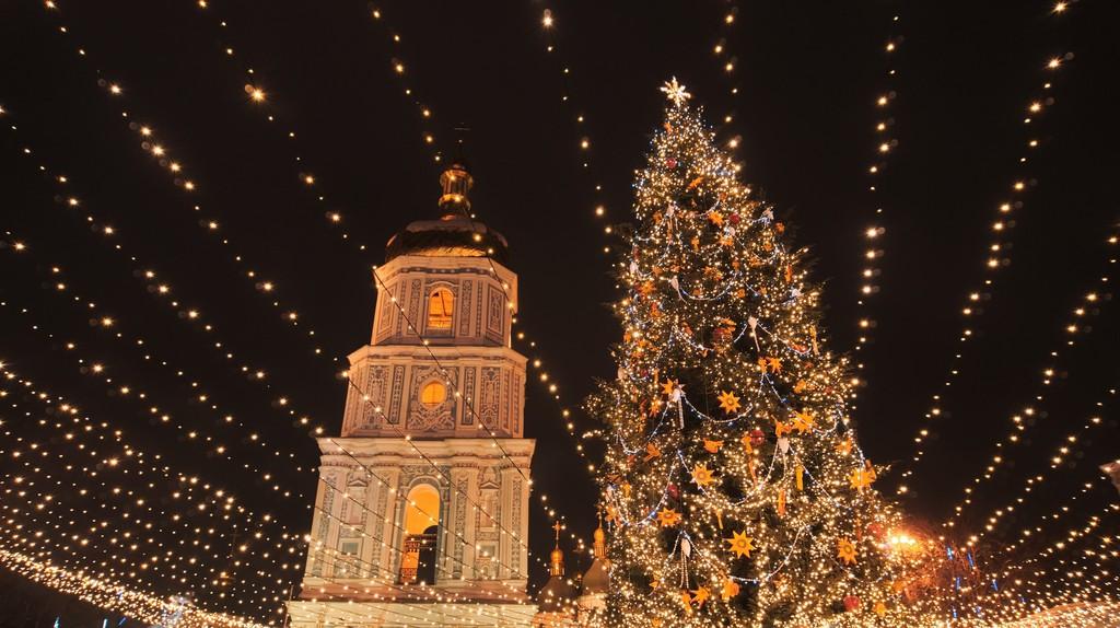 "<a href=""https://www.flickr.com/photos/spoilt_exile/31877952595/"">Christmas in Kiev|©spoilt.exile/Flickr</a>"