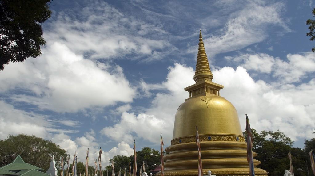 Golden Temple at Dambulla | © Mal B / Flickr