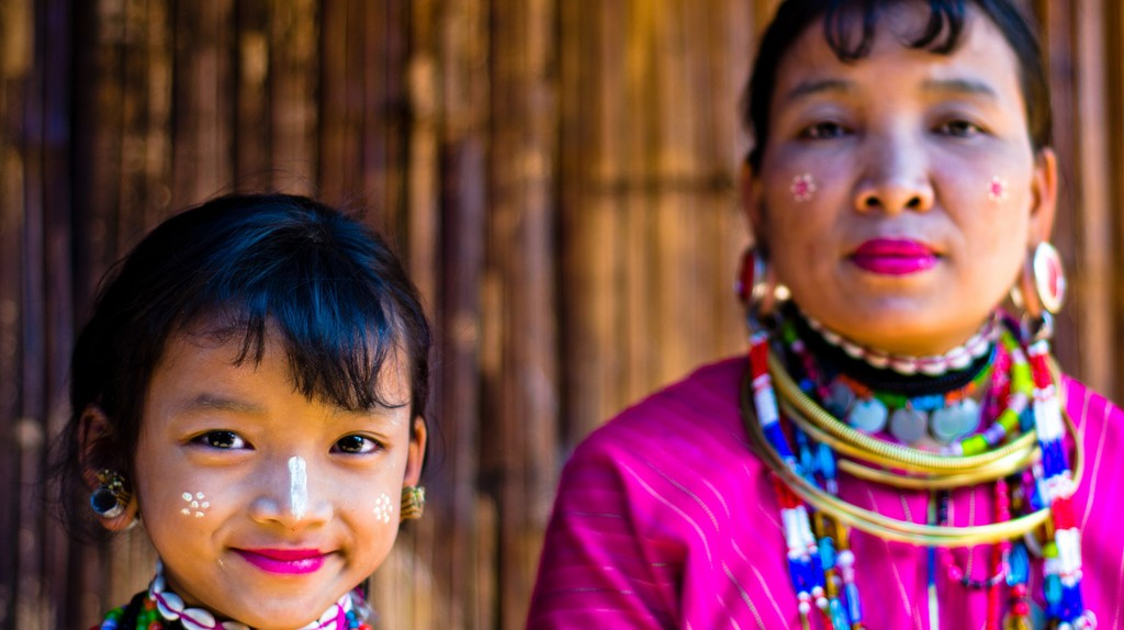 Mother and daughter of the Karen hill tribe | © Justin Vidamo/Flickr