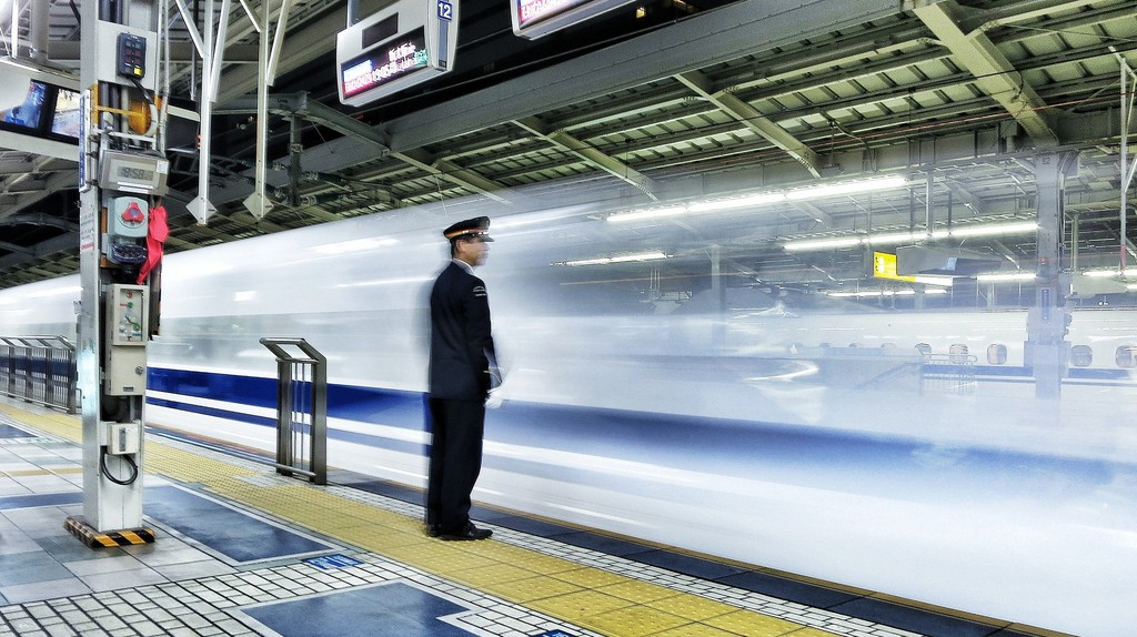 Shinkansen (bullet train) at Shin-Osaka Station | © Oleg Shpyrko / Flickr