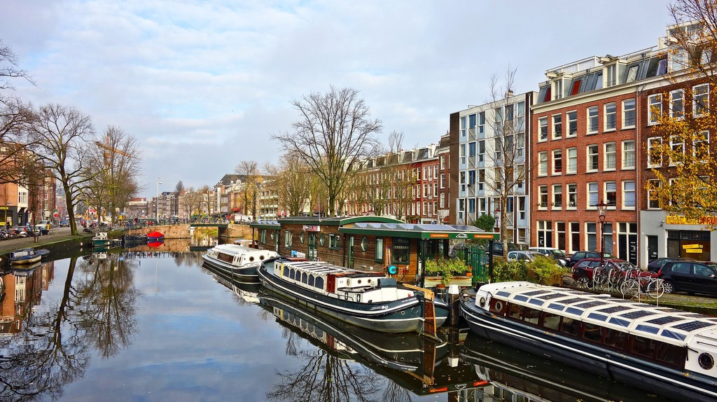 Amsterdam's canals   © pixabay