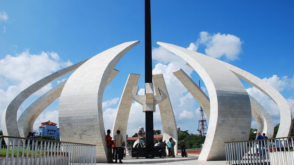 MGR Memorial at Marina Beach is one of Chennai's best-known modern monuments | © Balasubramanian G. Velu / WikiCommons