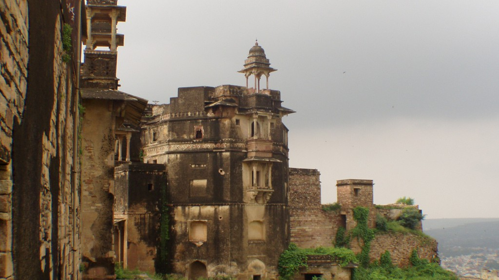 A part of the Gwalior Fort on the hill top   © Dan/Flickr