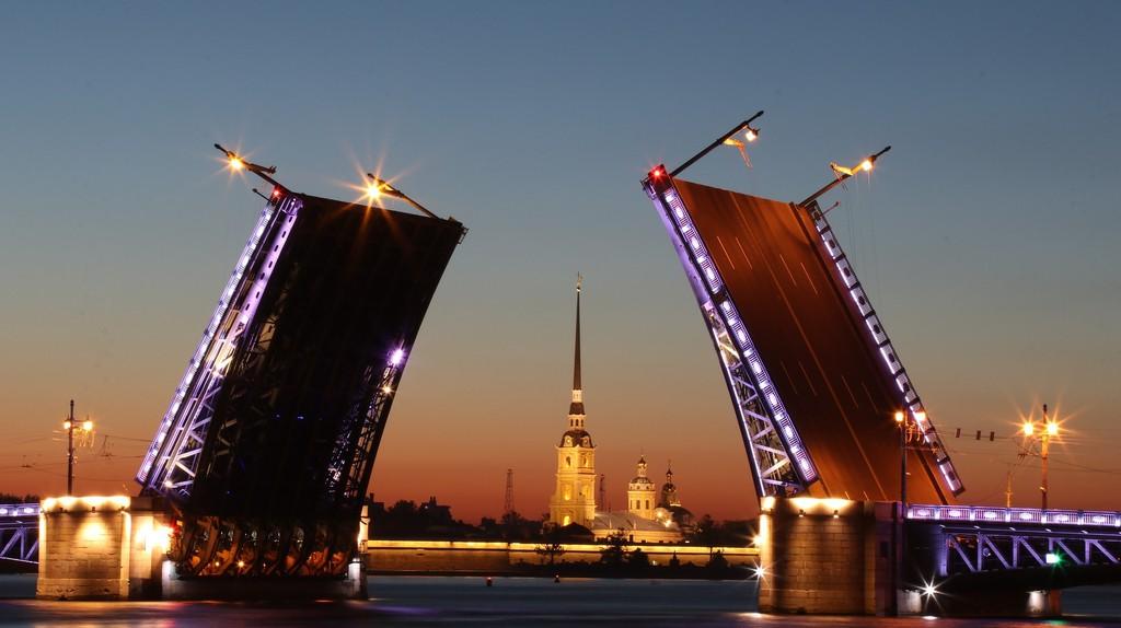 St Petersburg at night I © KiraHundeDog / Pixabay