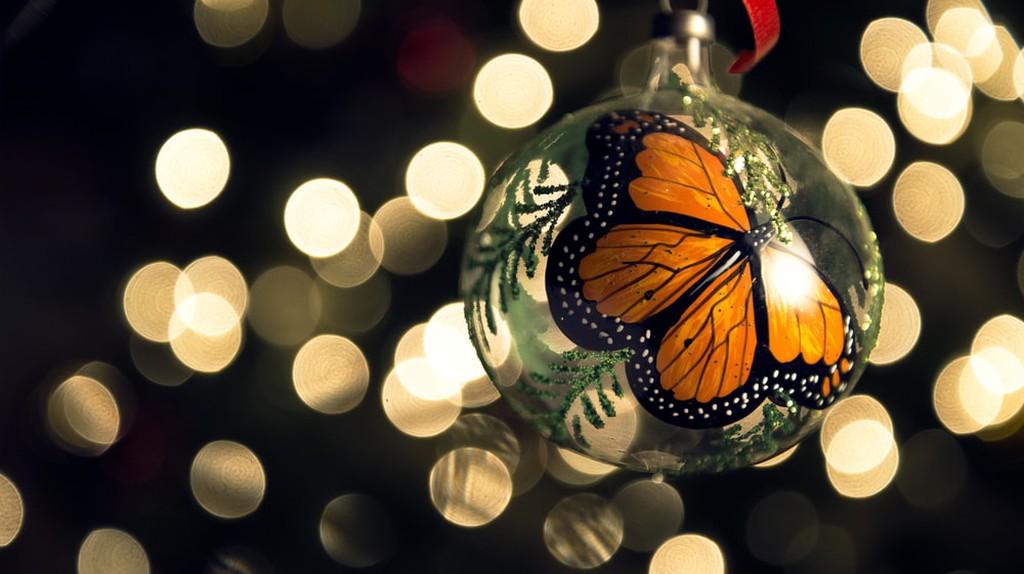 Monarch Butterfly Christmas Ball (made in Tlalpujahua, México) | © Axel Alvarado/Shutterstock