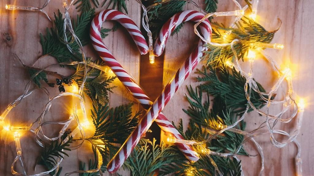 Spread cheer this holiday season by volunteering   © StockSnap / Pixabay