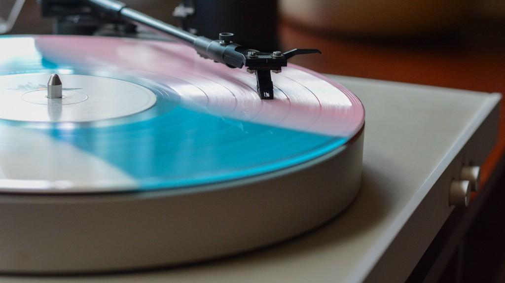 Vinyl | ©Lee Campbell/Unsplash