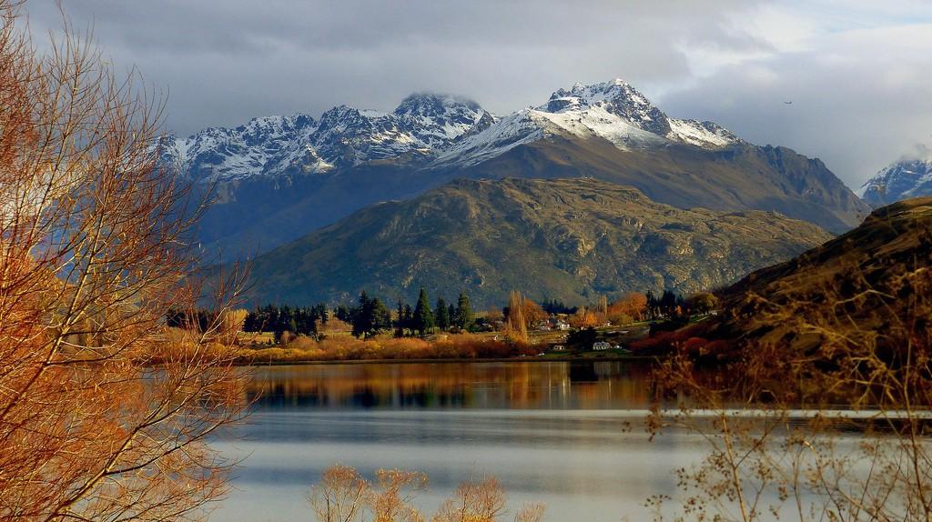 Lake Hayes, Otago, New Zealand   © Bernard Spragg/Flickr