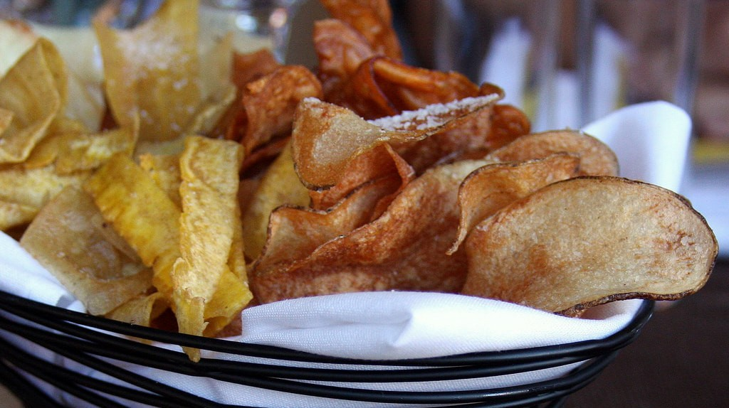 Fried plantain, yuca and sweet potato chips | © Dana Moos/Flickr
