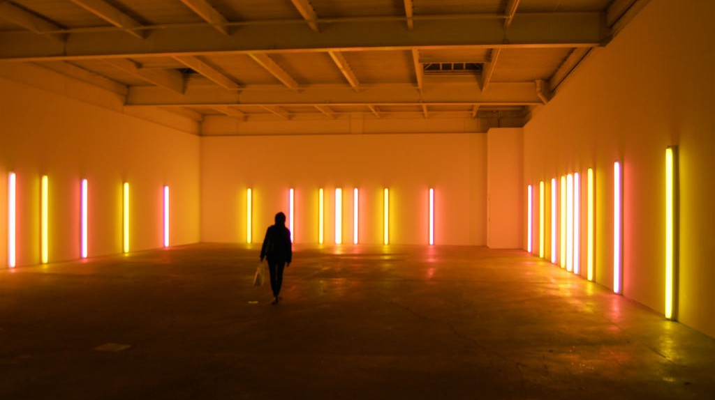 "Dan Flavin, alternating pink and ""gold"" [installation view], 1967 at David Zwirner 