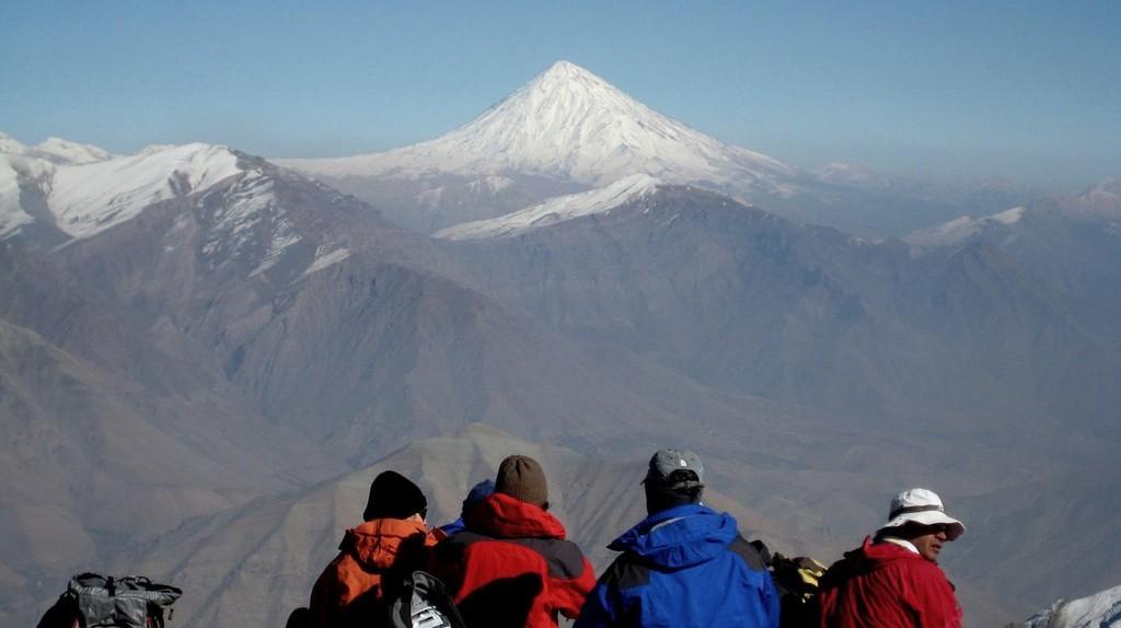 Mt. Damavand seen from Tochal | © Ninara / Flickr