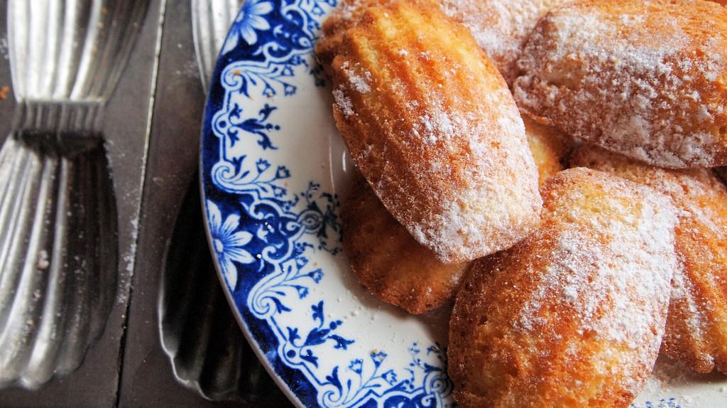 Freshly baked madeleines | © Karen Booth/Flickr
