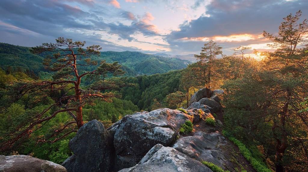 Sunset from top of Hawk's Eye Rock ©Ryzhkov Sergey/WikiCommons