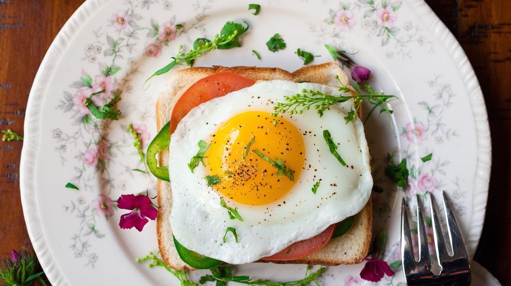 Breakfast   © Joseph Gonzalez/ Unsplash
