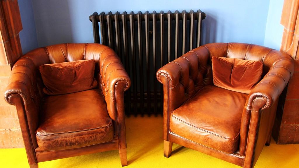 Vintage leather chairs   © terimakashi0 / Pixabay