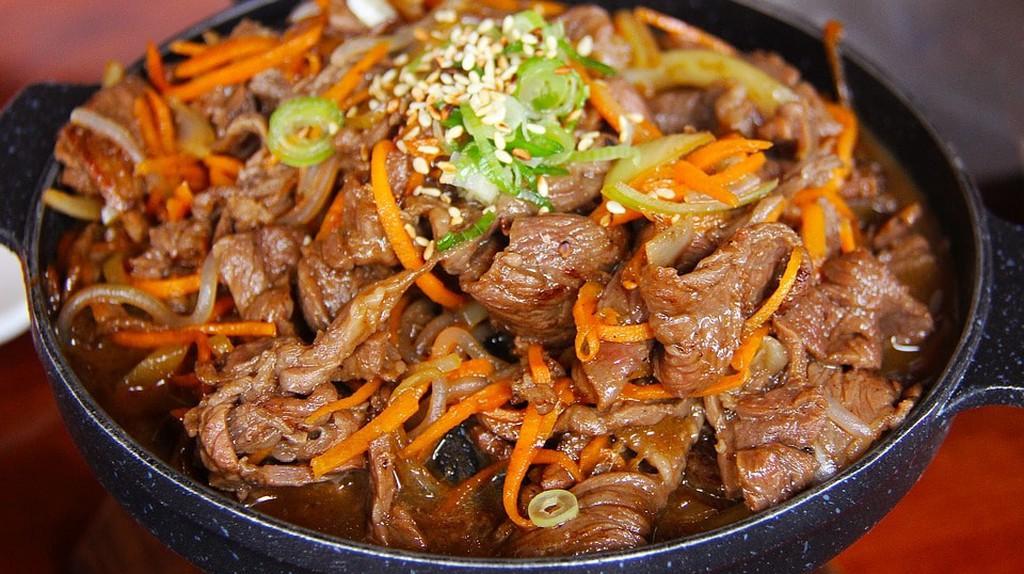 https://pixabay.com/en/pork-meat-fried-korean-food-dinner-1582916/