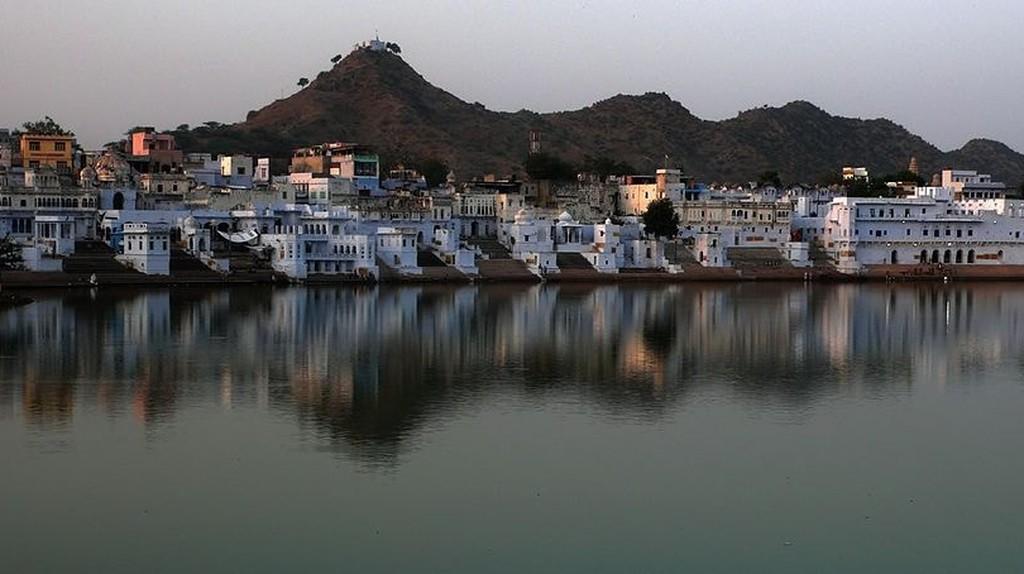 View of Pushkar from Nag Pahar | © SINHA/Wikimedia Commons