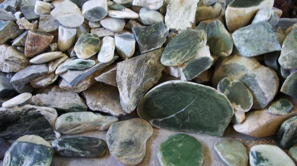 Raw Greenstone | ©Sarang/Wikicommons
